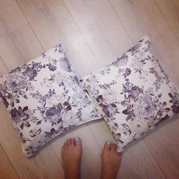 Decorating pillows