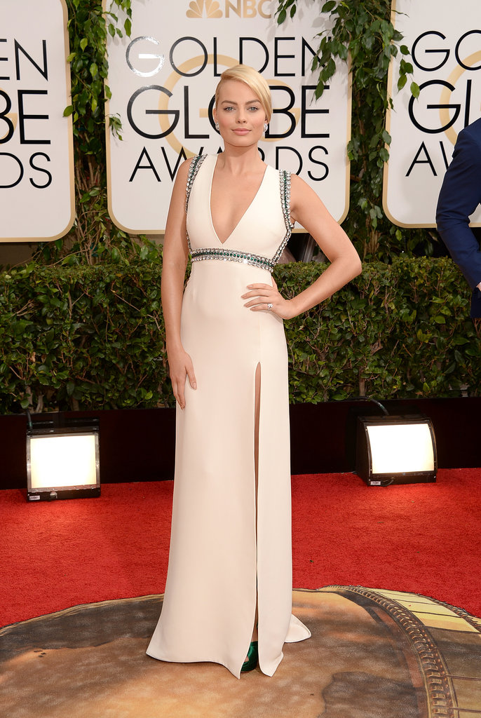 Margot-Robbie-took-sexy-spin-red-carpet-her-low-cut-gown